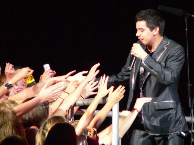 David Archuleta and FanGirls, Photo by v-williams1