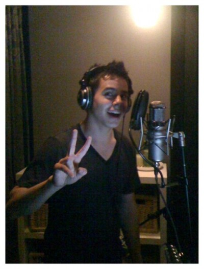David Archuleta Gives Peace Sign in Studio
