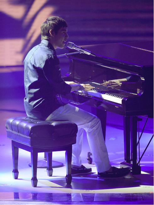 "David Archuleta performs ""Imagine"" 7 April 2010, American Idol TV"