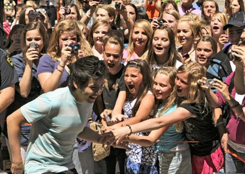 David Archuleta greets Salt Lake City fans, 7 June 2010