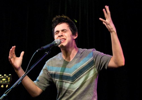 David Archuleta sings in Philadelphia, photo credit: Jeff Fusco/Getty Images